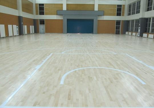 避免选错篮球场木地板应考虑的细节