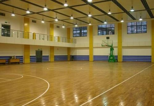 为什么篮球场要用篮球运动木地板